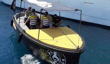 Denizin ortasında teknelere kahve servisi
