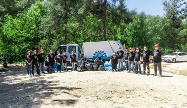 Ormanlık alanda 1 kamyon çöp topladılar