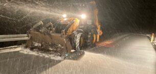 Gece gündüz karla mücadele